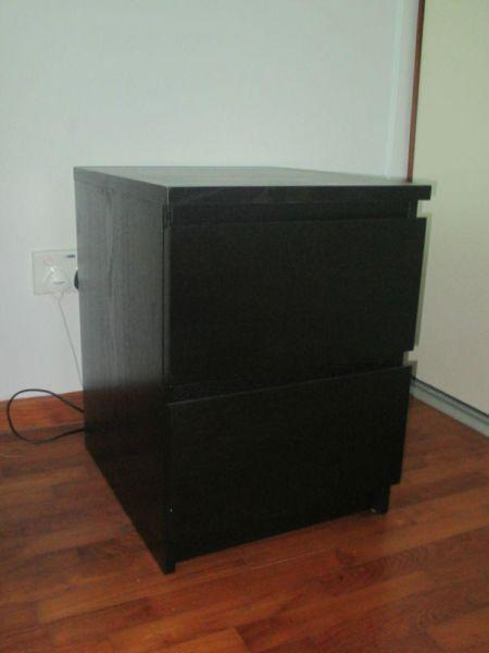 ikea malm chest of drawers bedside table selling 2. Black Bedroom Furniture Sets. Home Design Ideas