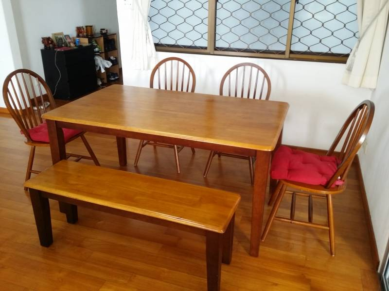 Courts Dining Table Set 4 chairs and a bench Singapore  : 1455753798courtsdiningtableset3tcJUx from classifieds.singaporeexpats.com size 800 x 600 jpeg 54kB