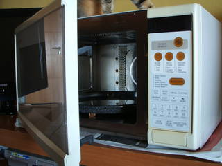 Microwave oven 24 x 13